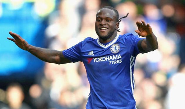 Victor Moses tỏa sáng với bàn thắng ấn định tỉ số 3-0 (Ảnh: Express.co.uk)
